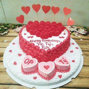 bánh sinh nhật hình trai tim tặng vợ