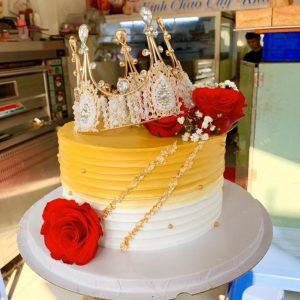 Bánh sinh nhật vương miện sang trọng