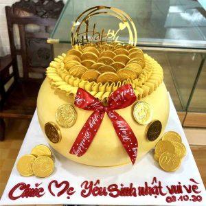 Bánh sinh nhật hữu vàng