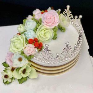 Bánh sinh nhật rau câu vương miện bạc