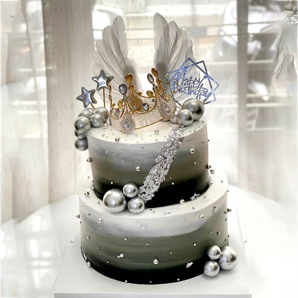 Bánh sinh nhật vương miện hai tầng