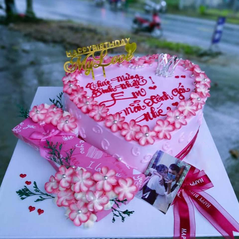 Bánh sinh nhật hồng đầo trái tim