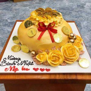 Bánh sinh nhật tiền vàng