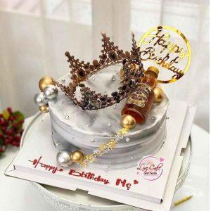 Bánh sinh nhật vương miện chai rượu sang trọng